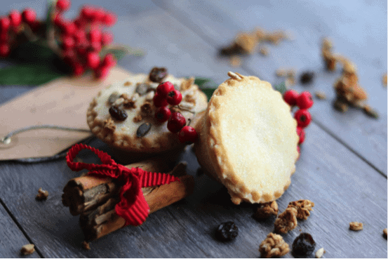 Christmas Vegan Mince Pies with Lizi's Original Granola Topping 1
