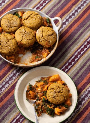 Green Lentil, Kale and Sweet Potato Chilli with Biscuits